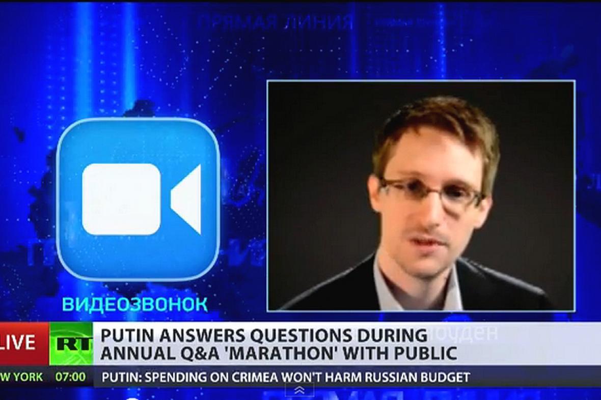 Edward Snowden jako jeden ze známých tazatelů v debatě s Putinem