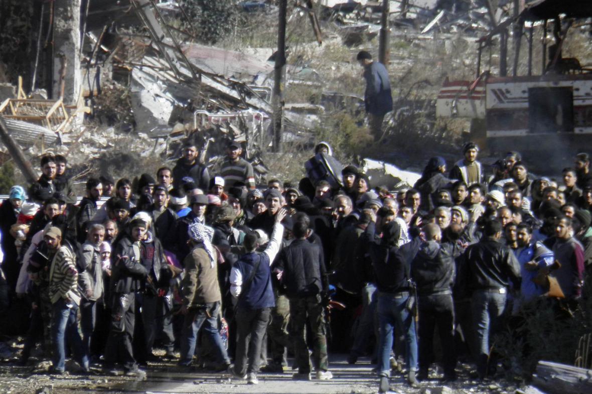 Evakuace civilistů ze syrského Homsu