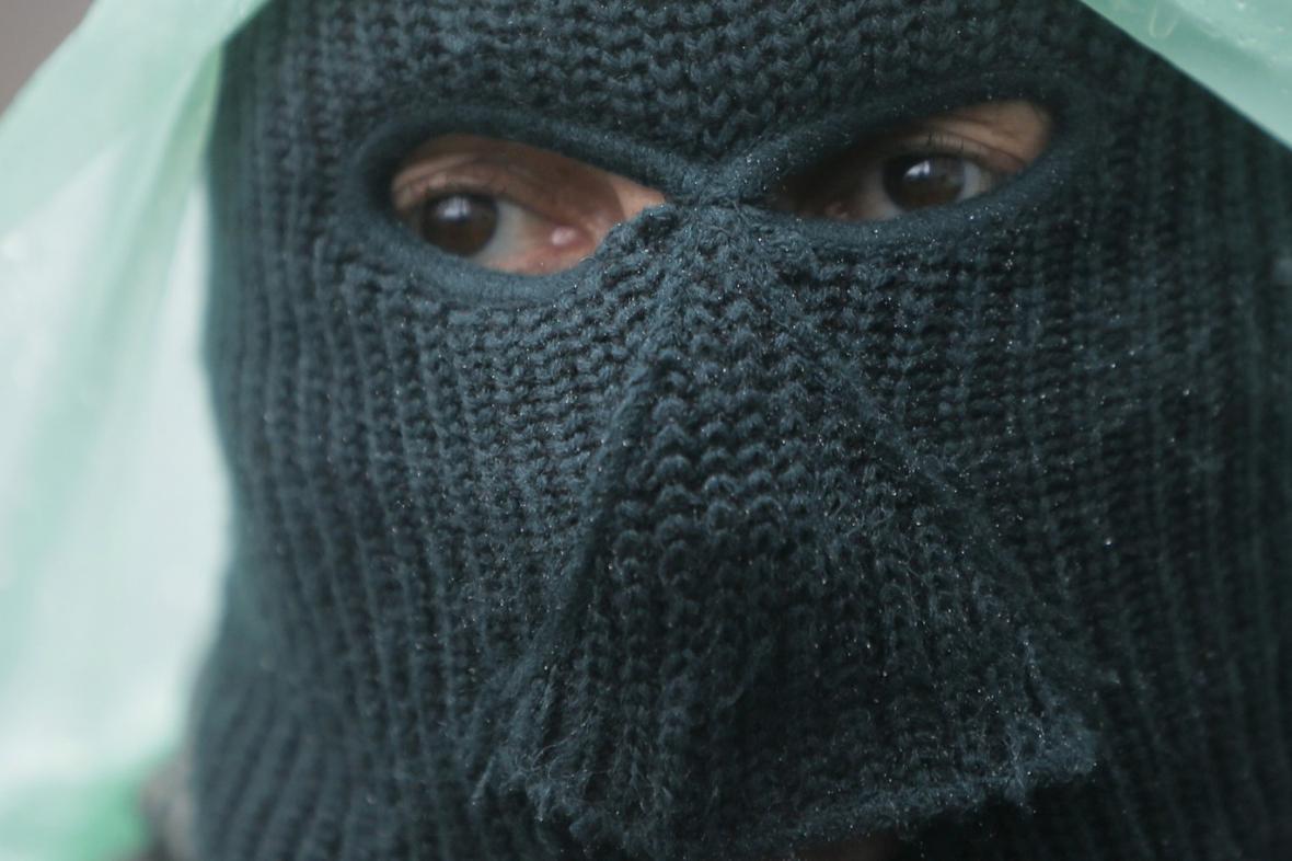 Proruský separatista v ukrajinském Slavjansku