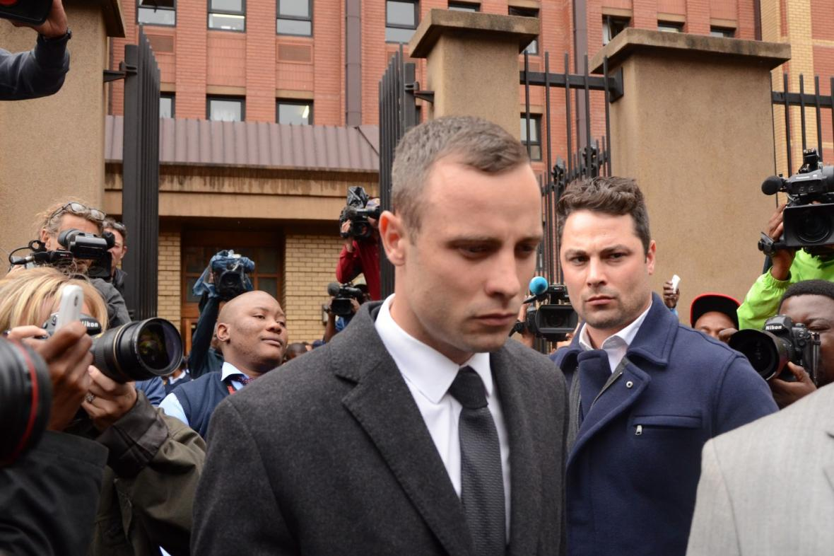 Oscar Pistorius míří k soudu