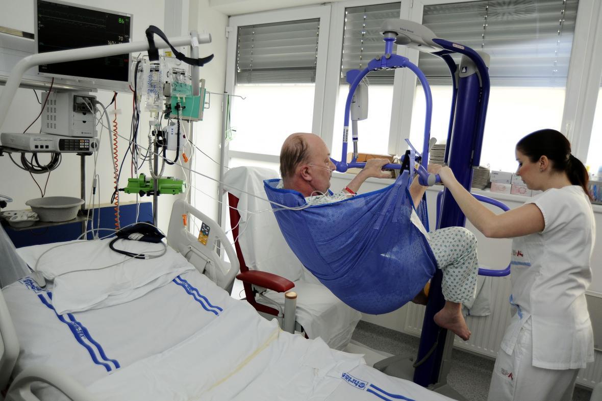 Zvedáky nemocnice nakoupila díky sponzorům
