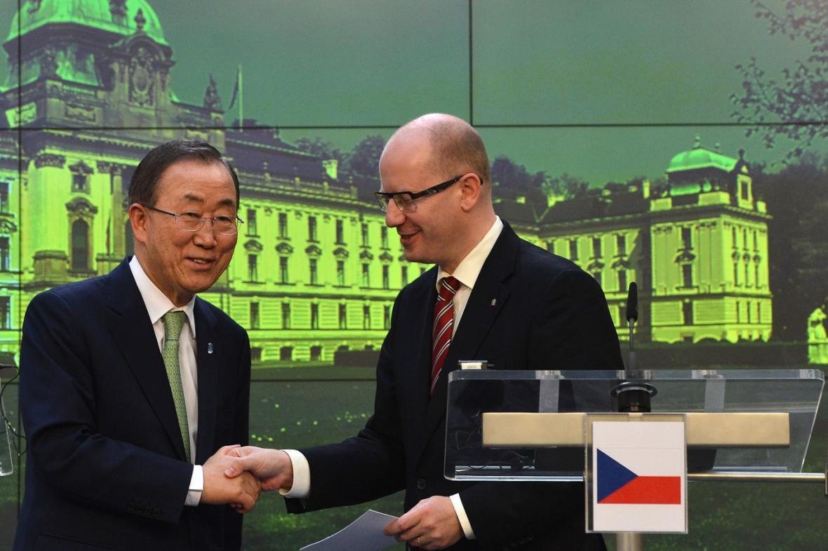 Schůzka Pan Ki-muna a Bohuslava Sobotky v Praze