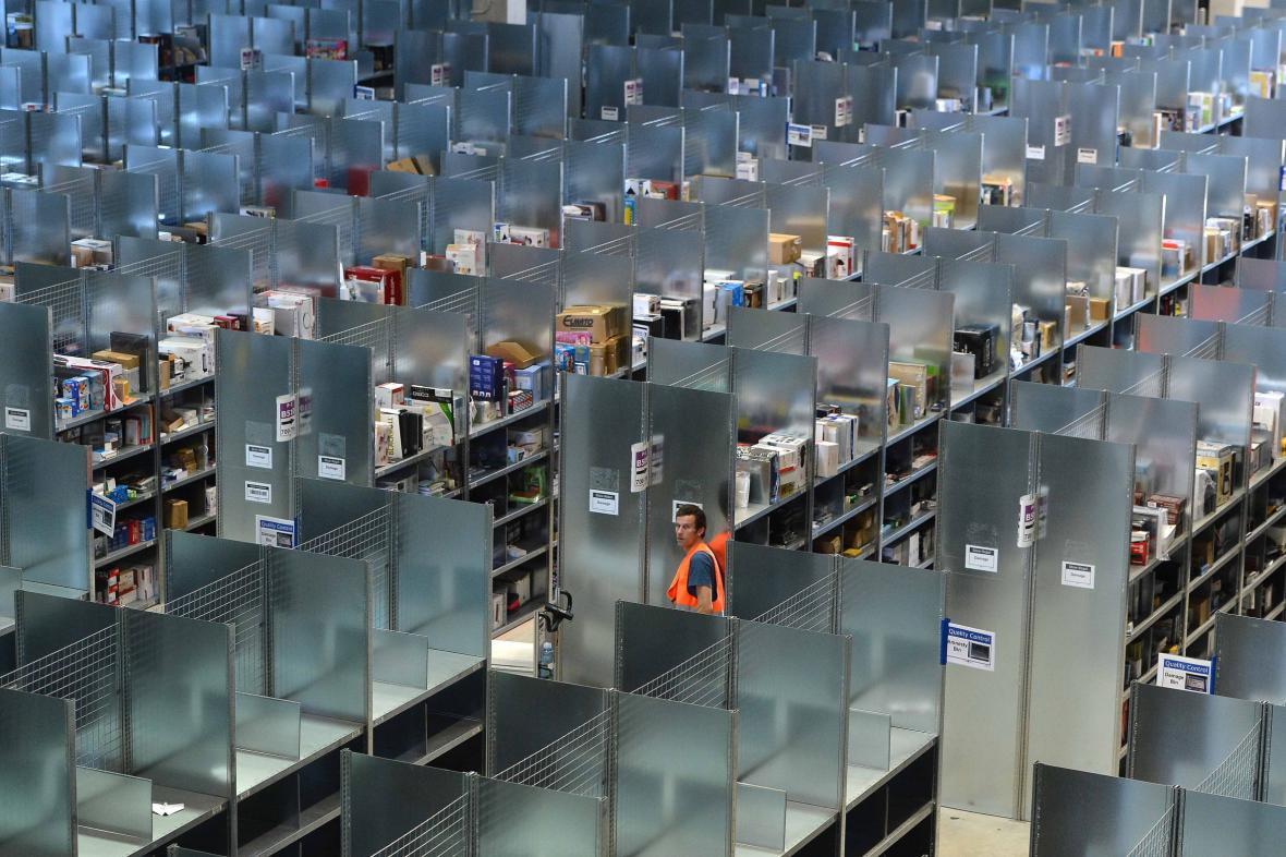 Nekonečné sklady logistického centra Amazon