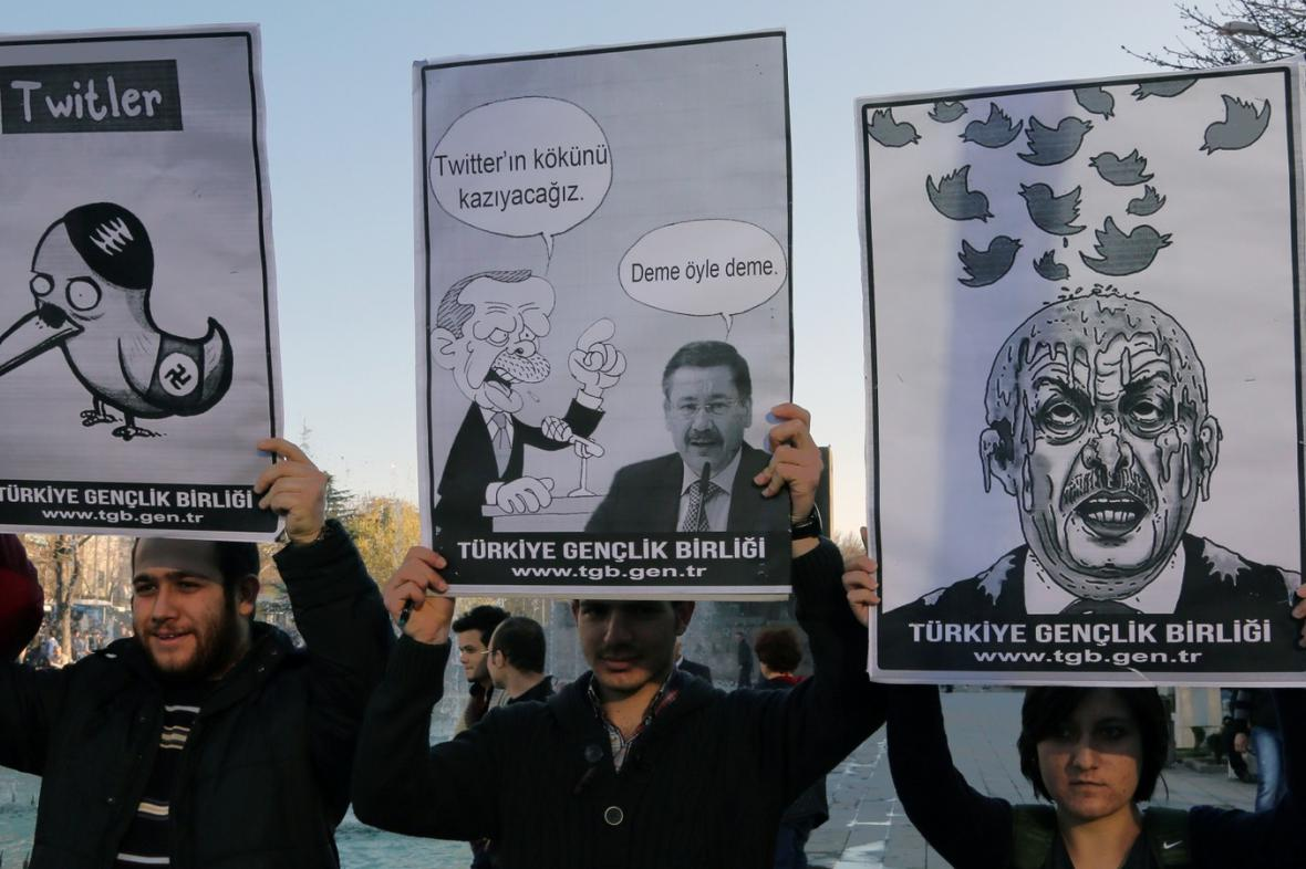 Protest Turků proti blokování sítě Twtiter