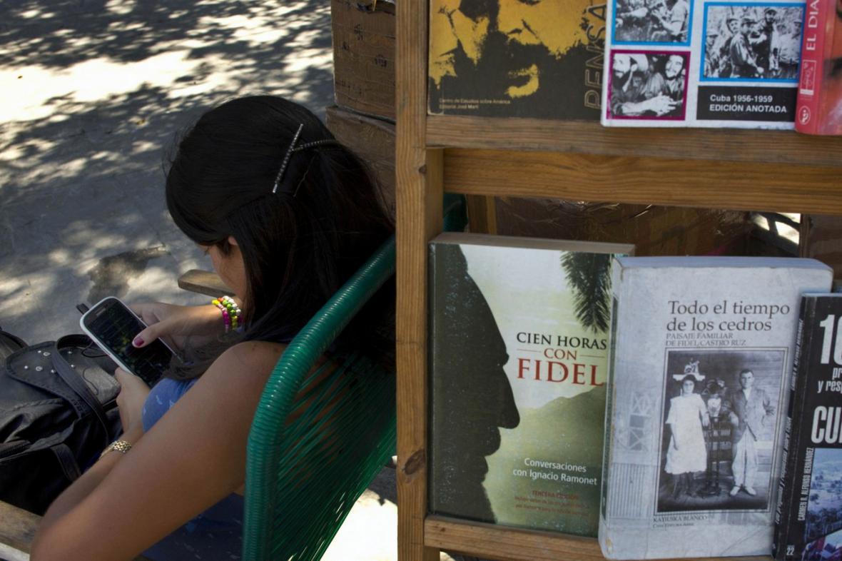 Kubánští uživatelé mobilních telefonů
