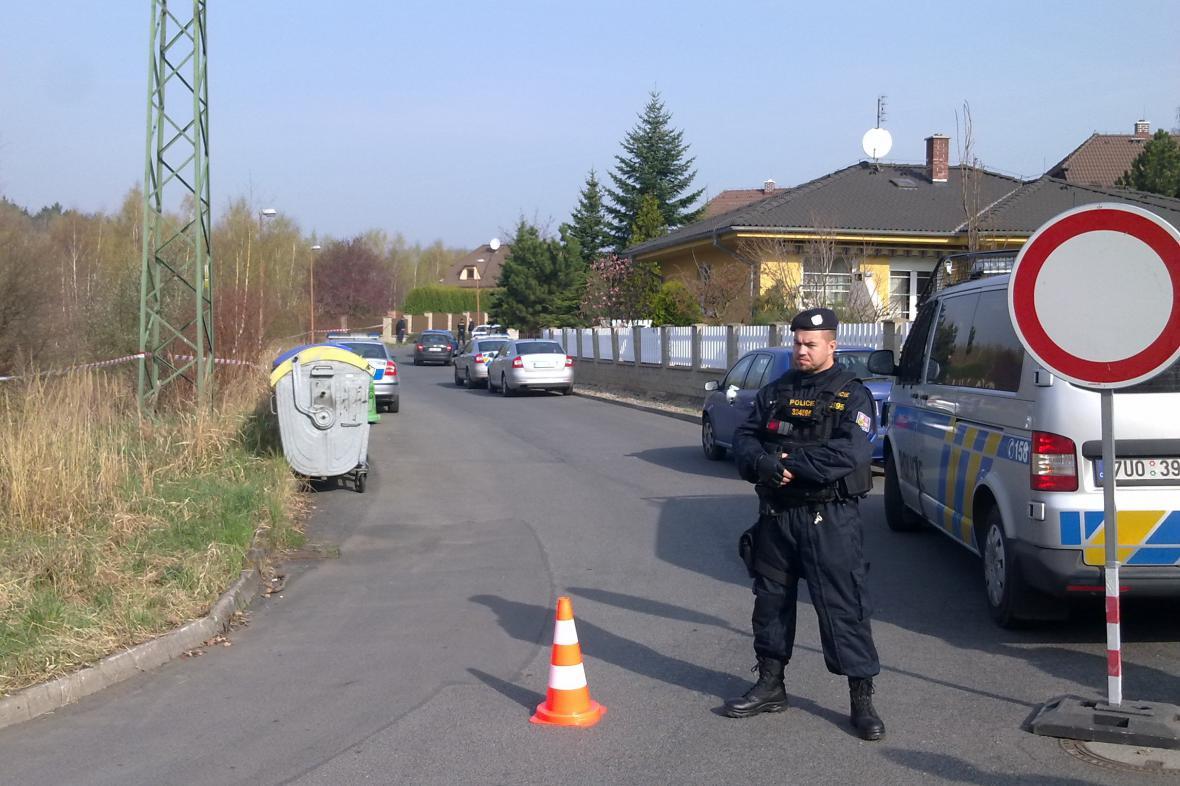 Okolí místa činu hlídají policisté