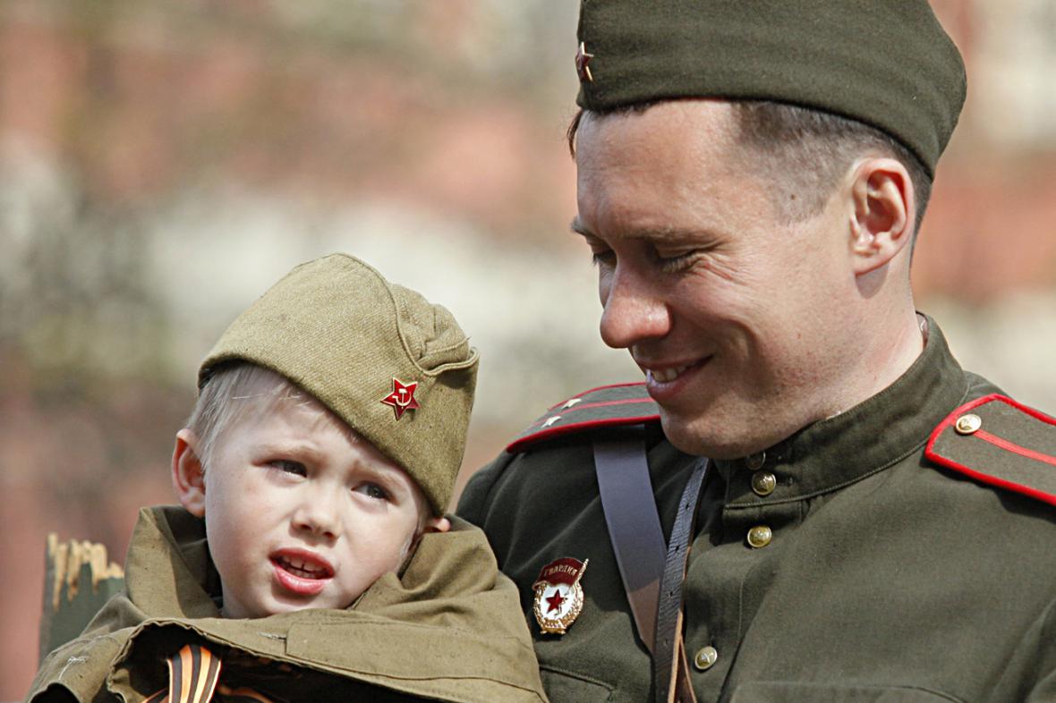 Ruský voják v rudoarmějské uniformě