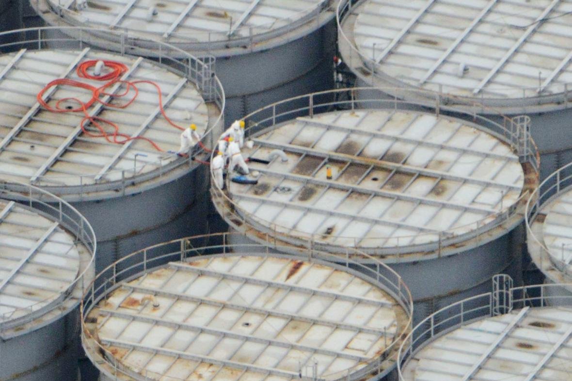 Fukušimské nádrže na radioaktivní vodu