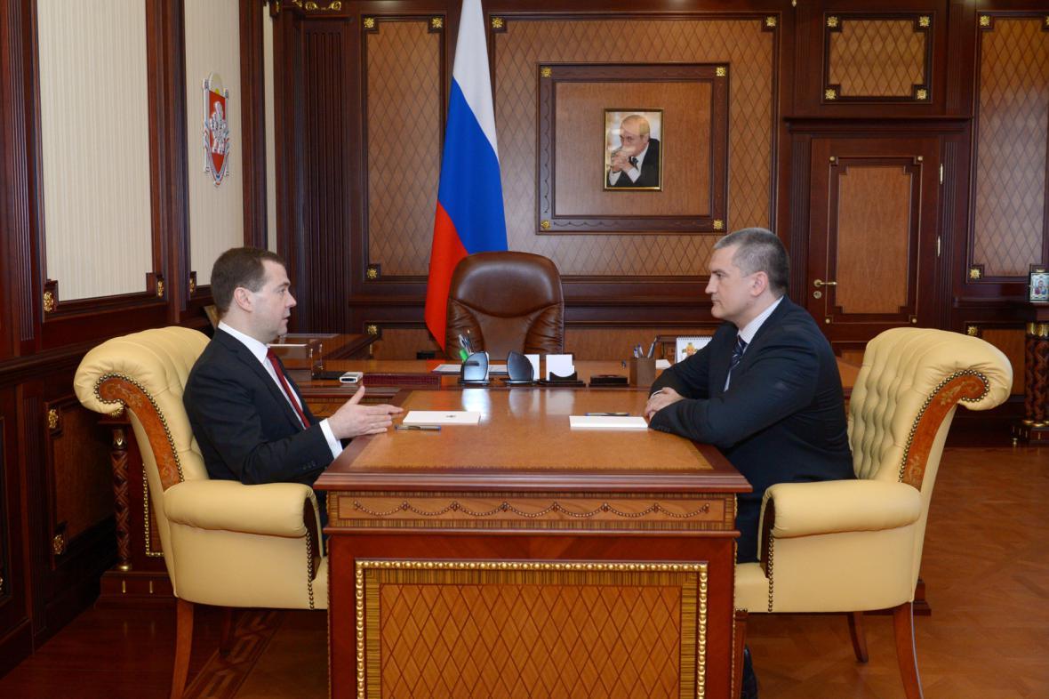 Ruský premiér Medvěděv se svým krymským protějškem
