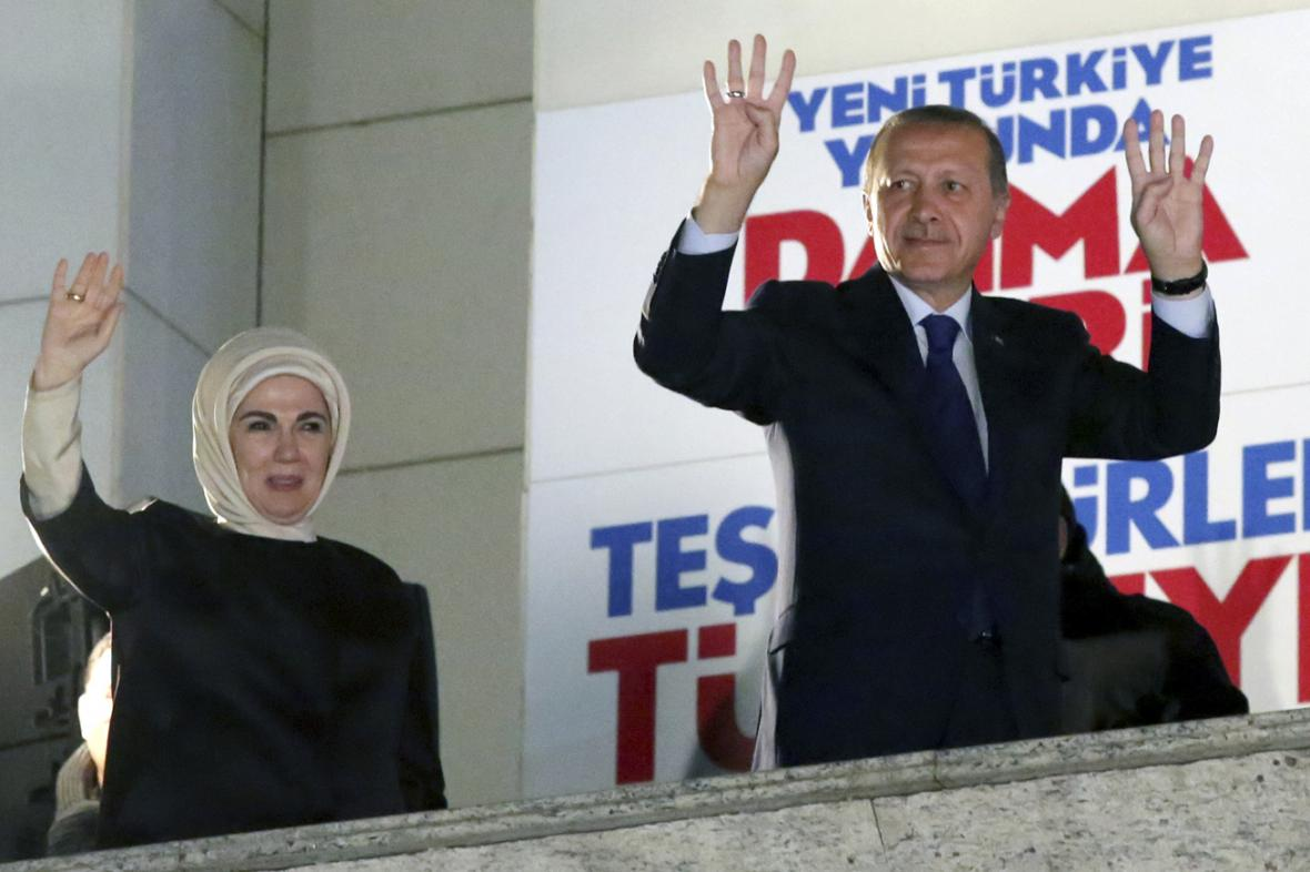 Turecký premiér Recep Tayyip Erdogan s manželkou Emine