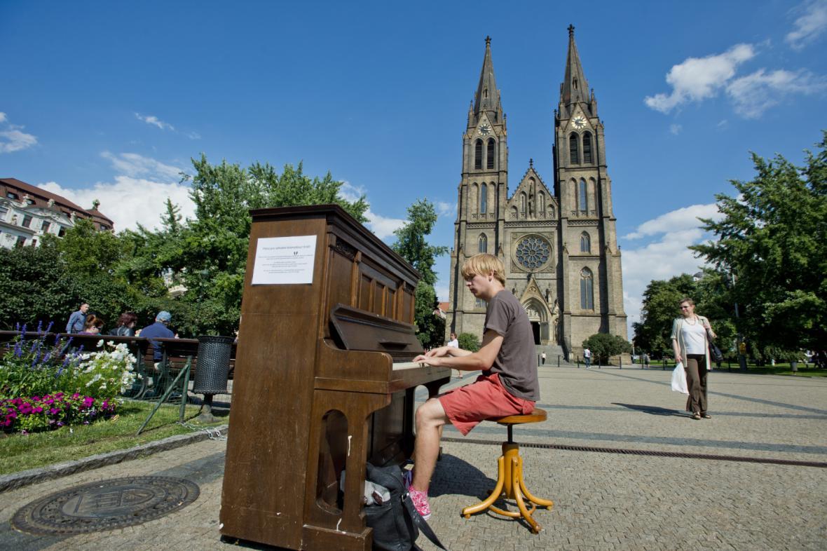 Piano na náměstí Míru