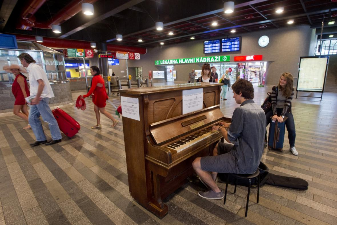Piano na Hlavním nádraží v Praze