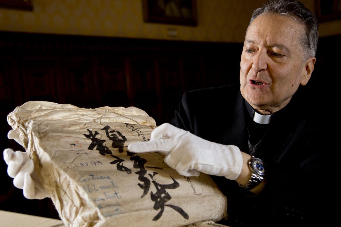 Prefekt Vatikánské knihovny Cesare Pasini