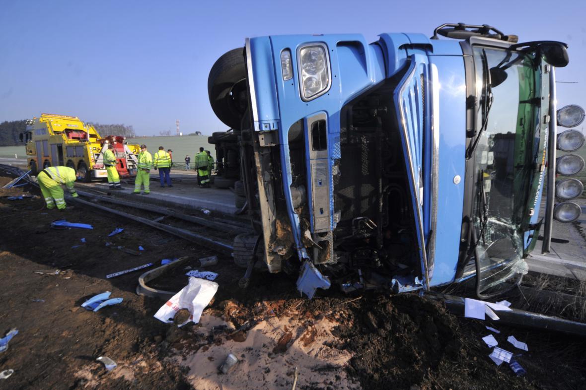Havarovaný rumunský kamion na D1