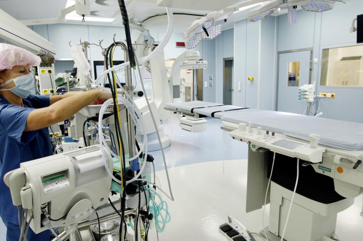 Hybridní operační sál v pražském IKEMu