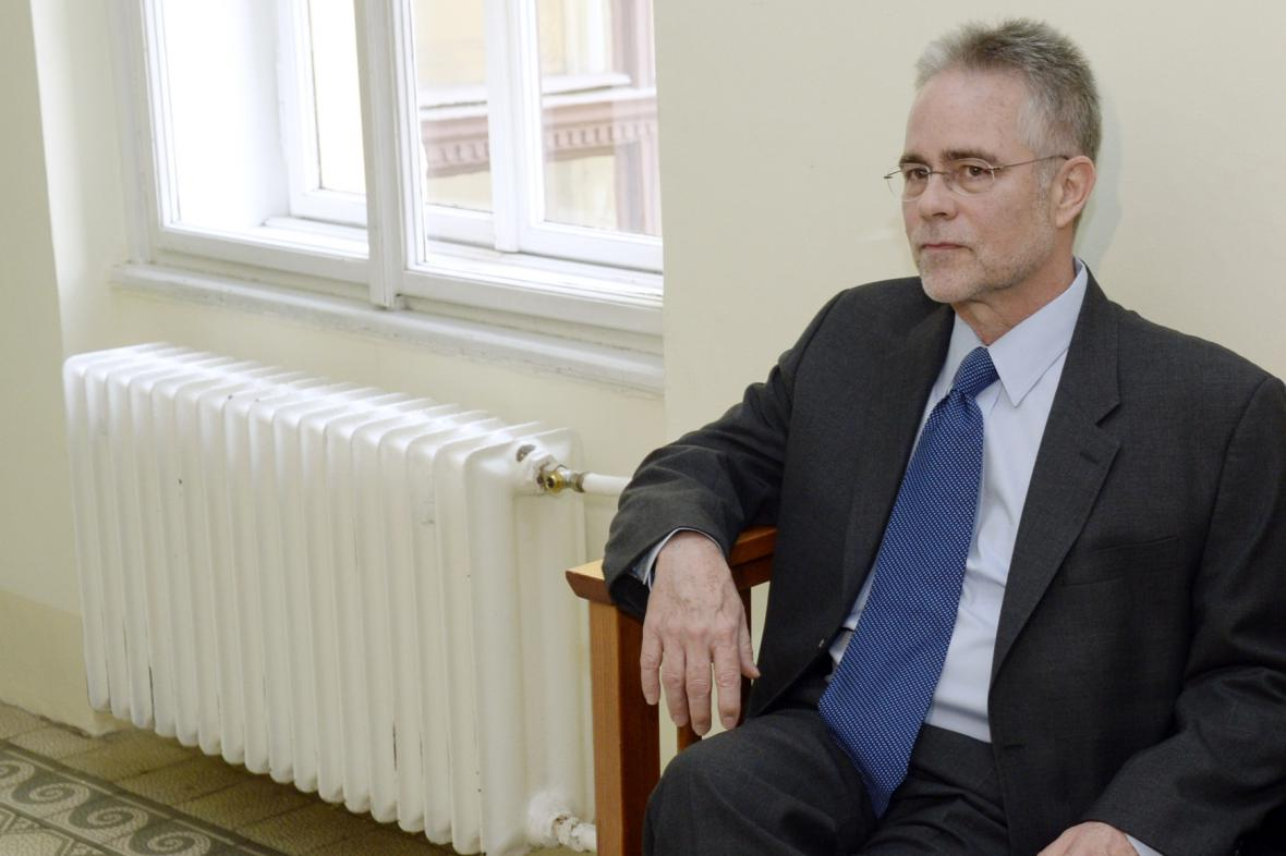 Duncan Sellars u Městského soudu v Praze