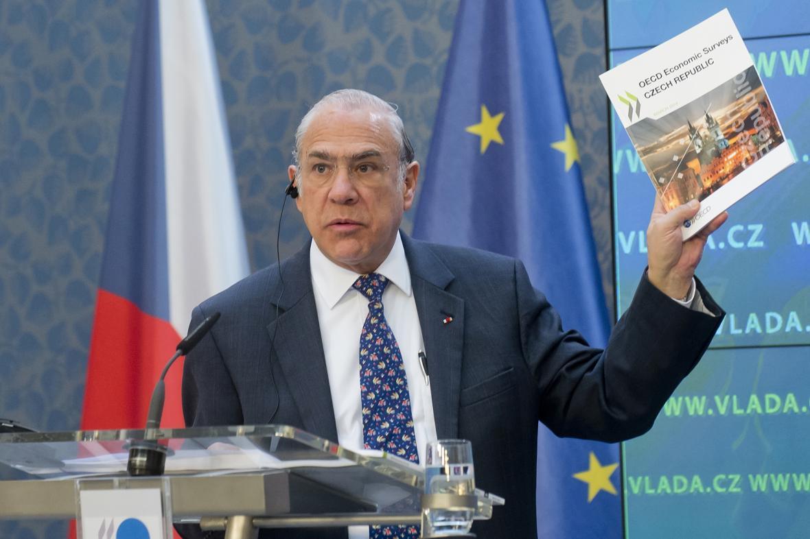 Ángel Gurría se zprávou o české ekonomice