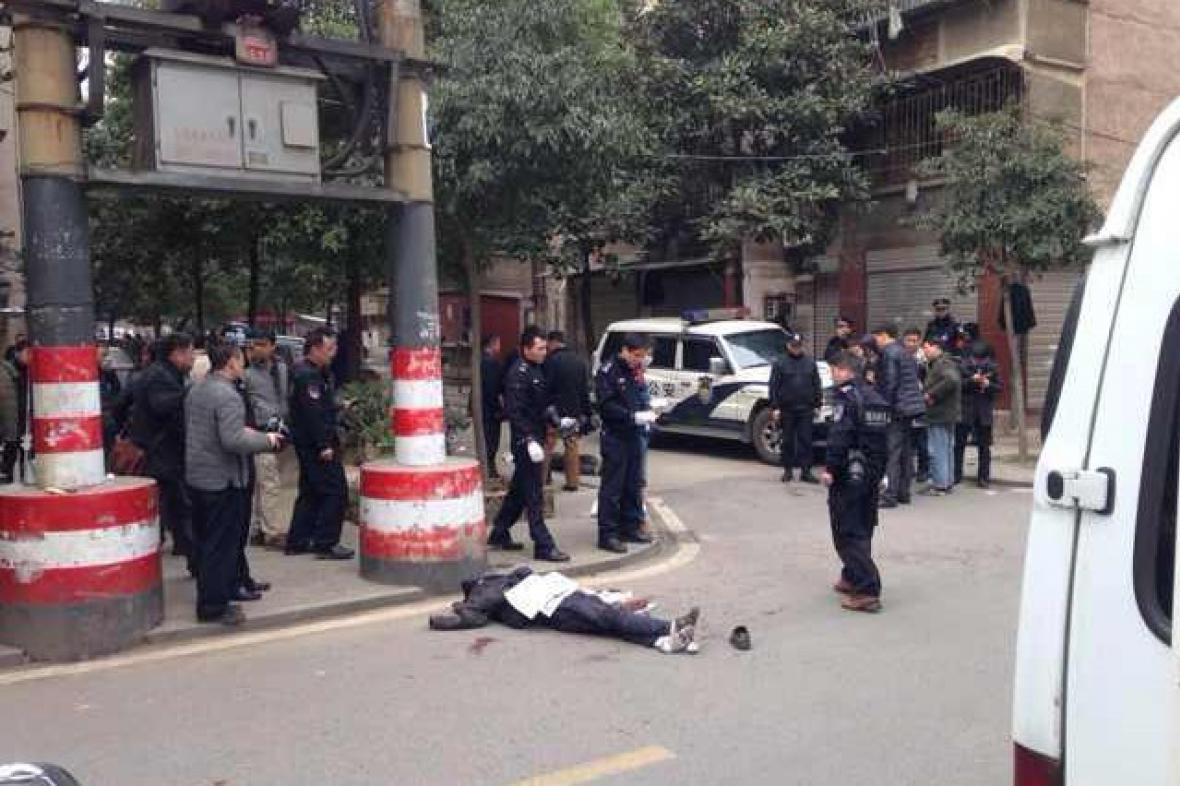Útok skupiny ozbrojené noži v Číně