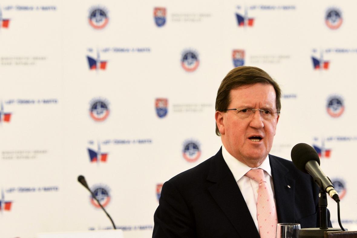 Bývalý generální tajemník NATO George Robertson
