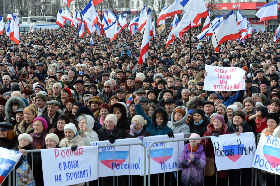 Proruská demonstrace v Simferopolu