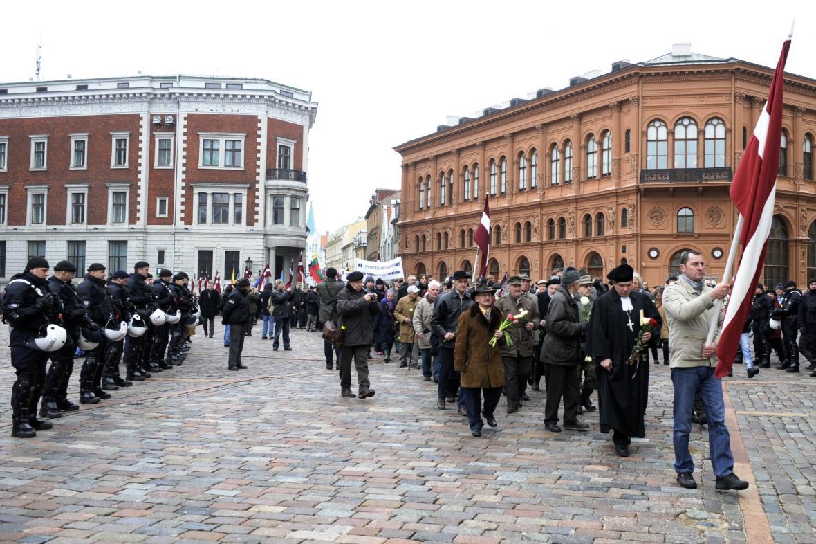 Pochod na památku lotyšských veteránů ze zbraní SS