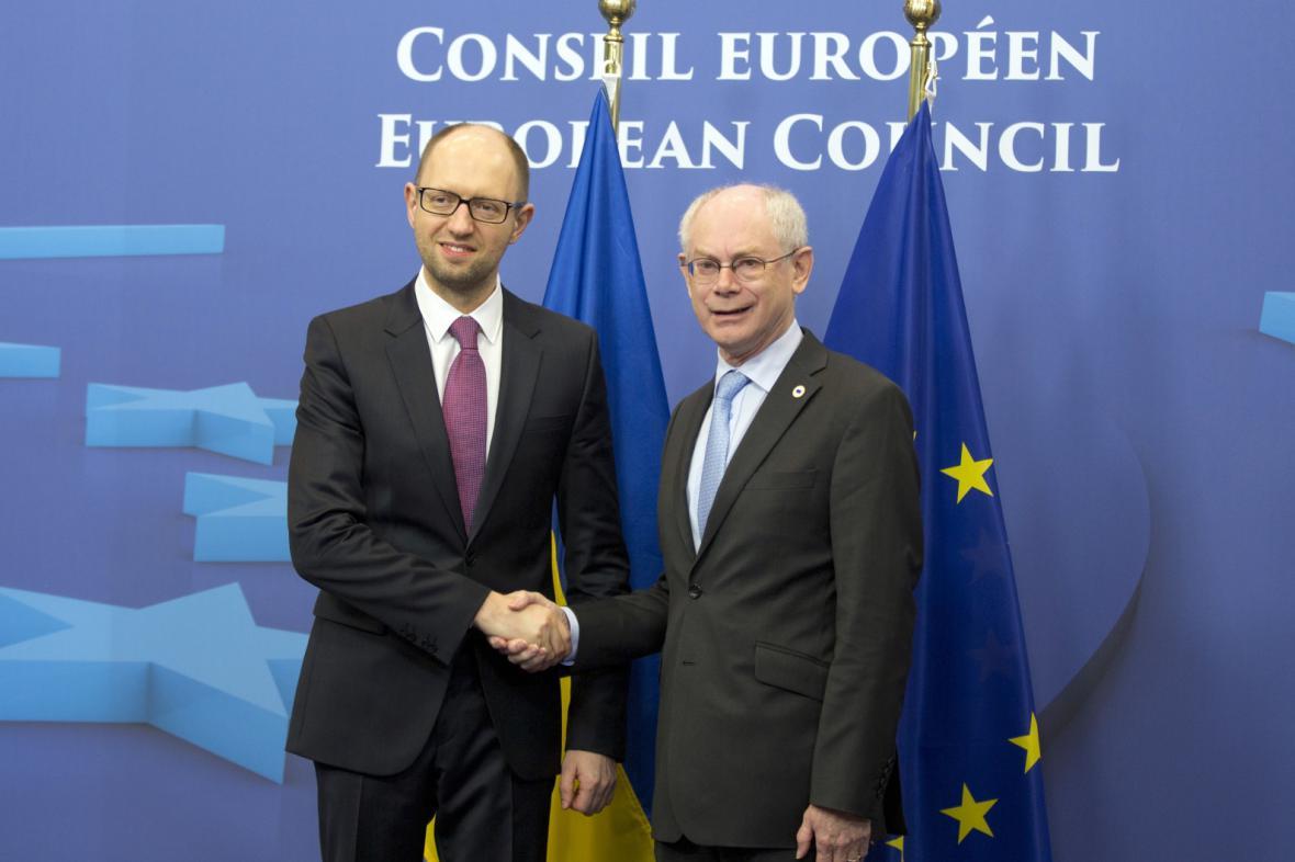Ukrajinský premiér Arsenij Jaceňuk a předseda Evropské rady Herman Van Rompuy