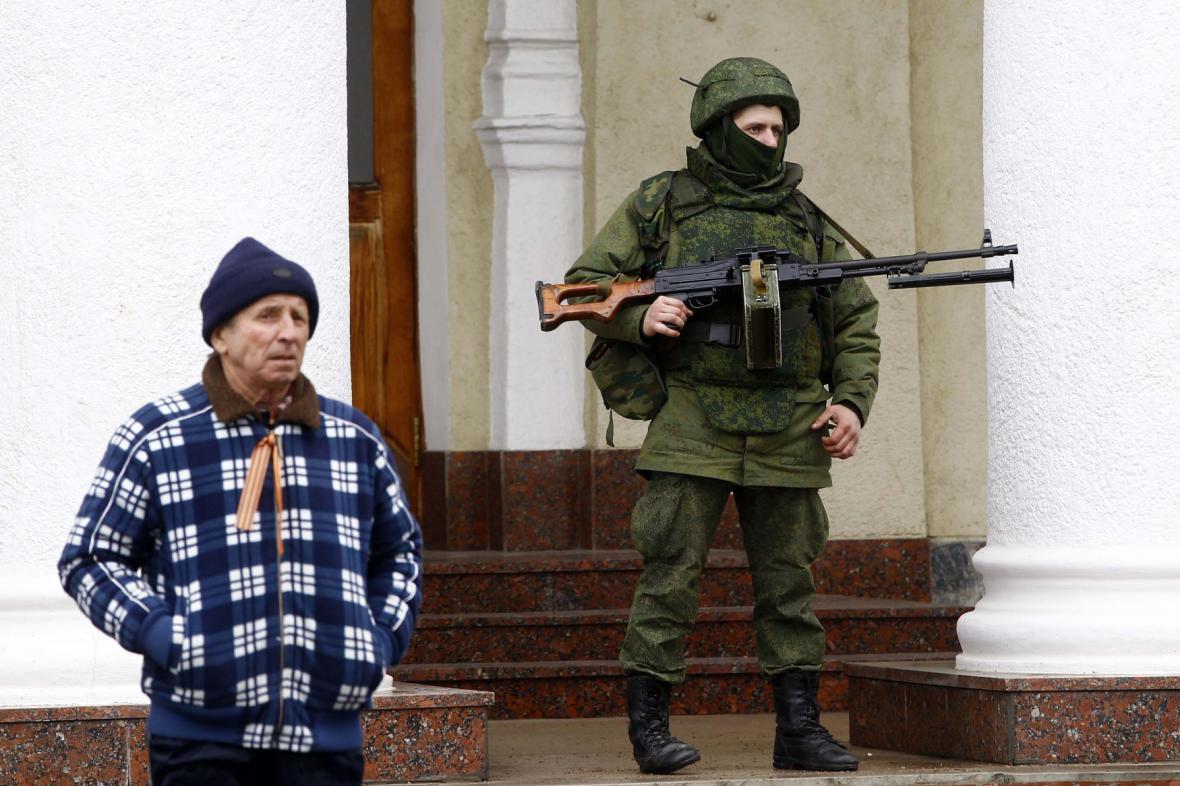 Ozbrojenci na Krymu, o kterých nikdo neví, co jsou zač