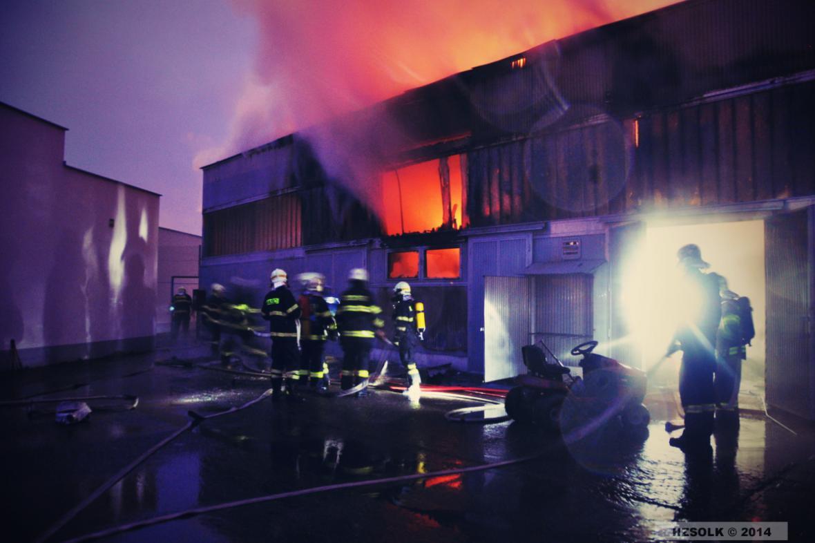 Požár autosalonu