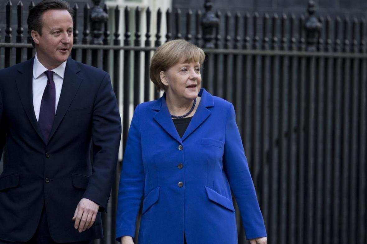 Německou kancléřku vítá premiér David Cameron