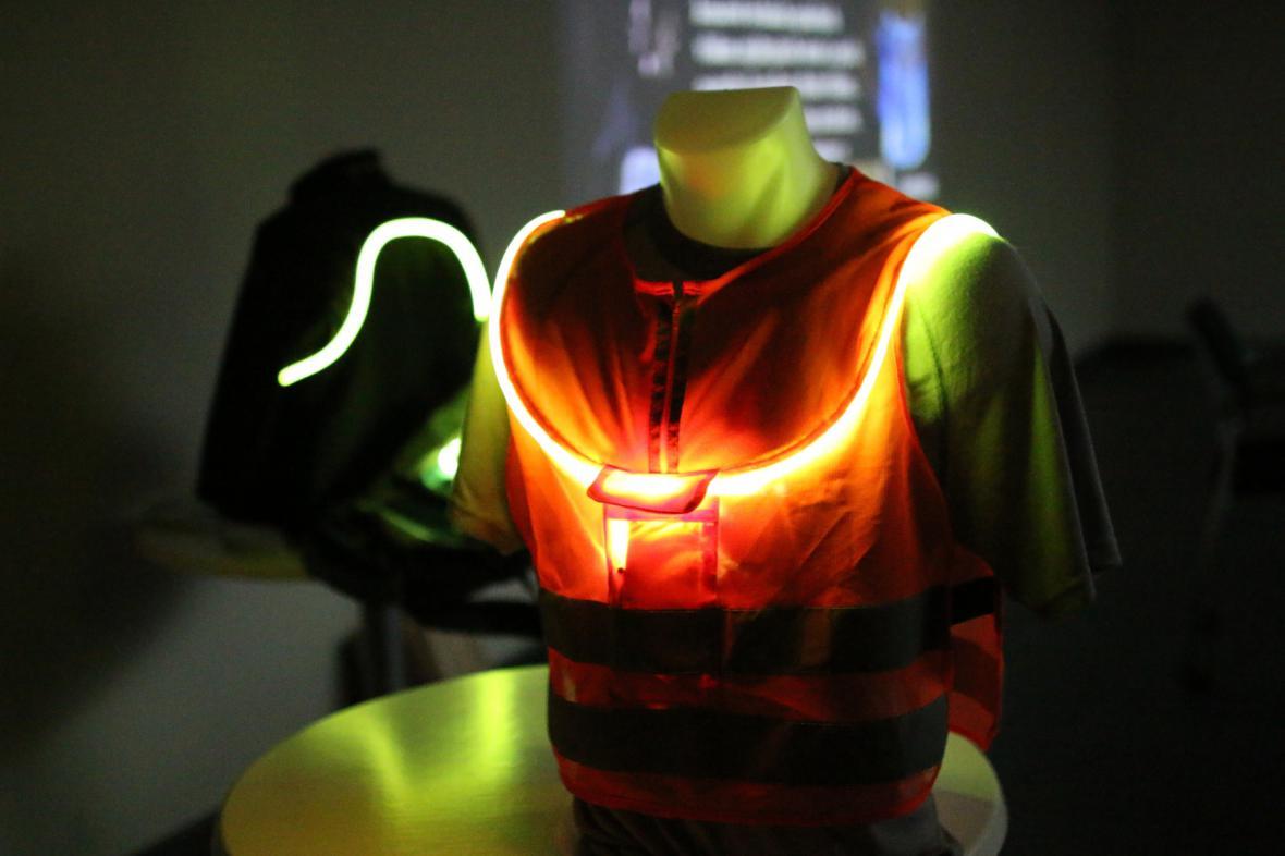 Svítící optické vlákno