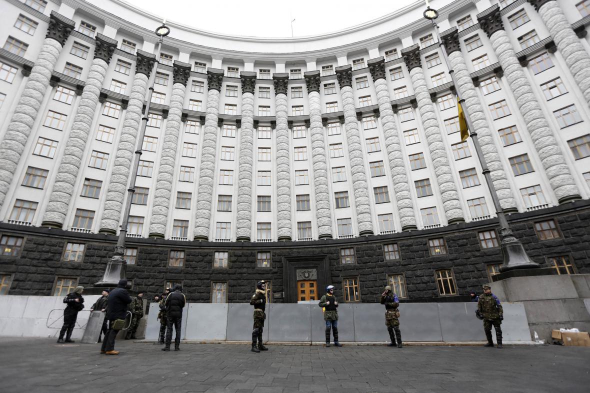 Ukrajinská opozice hlídá ukrajinský parlament