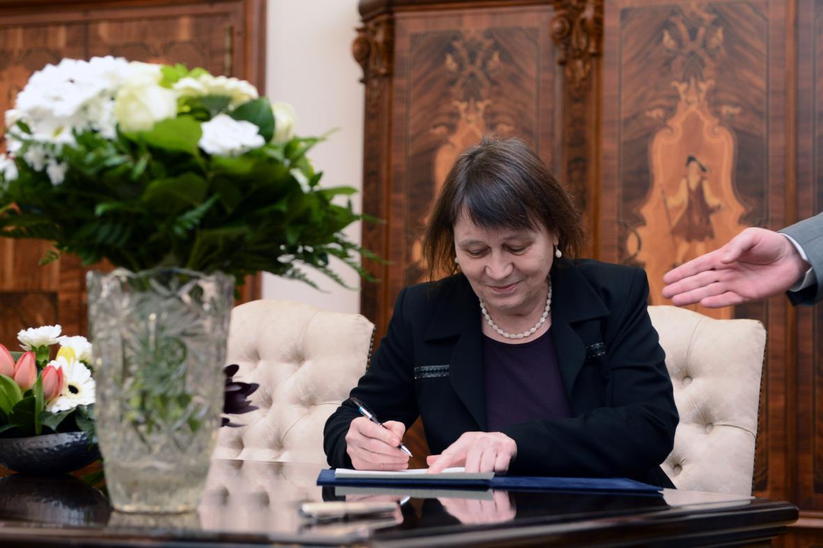 Anna Šabatová skládá slavnostní slib