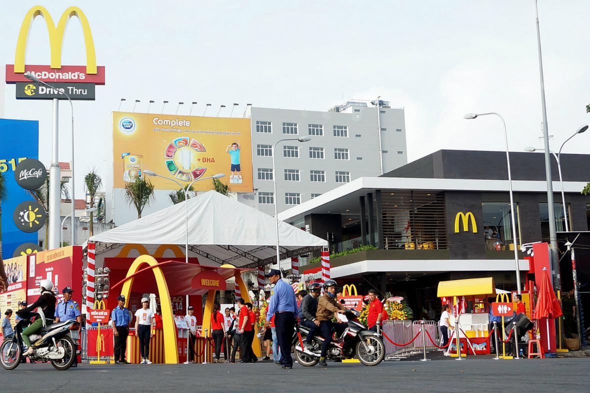 První pobočka McDonald's ve Vietnamu má i Drive Thru