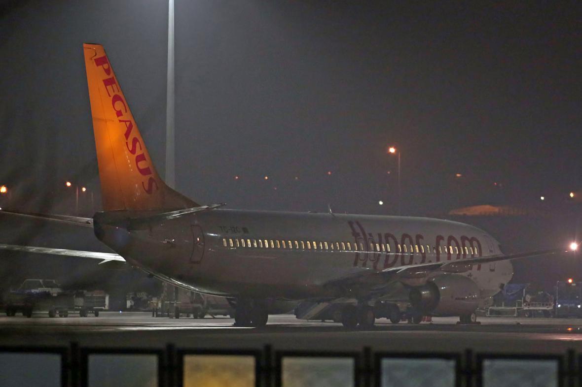 Letadlo společnosti Pegasus na letišti v Istanbulu