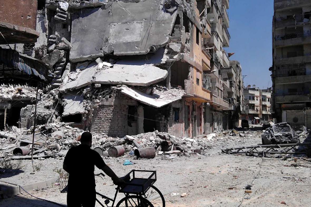 Zkáza ve městě Homs způsobená armádou syrského prezidenta Bašára Asada