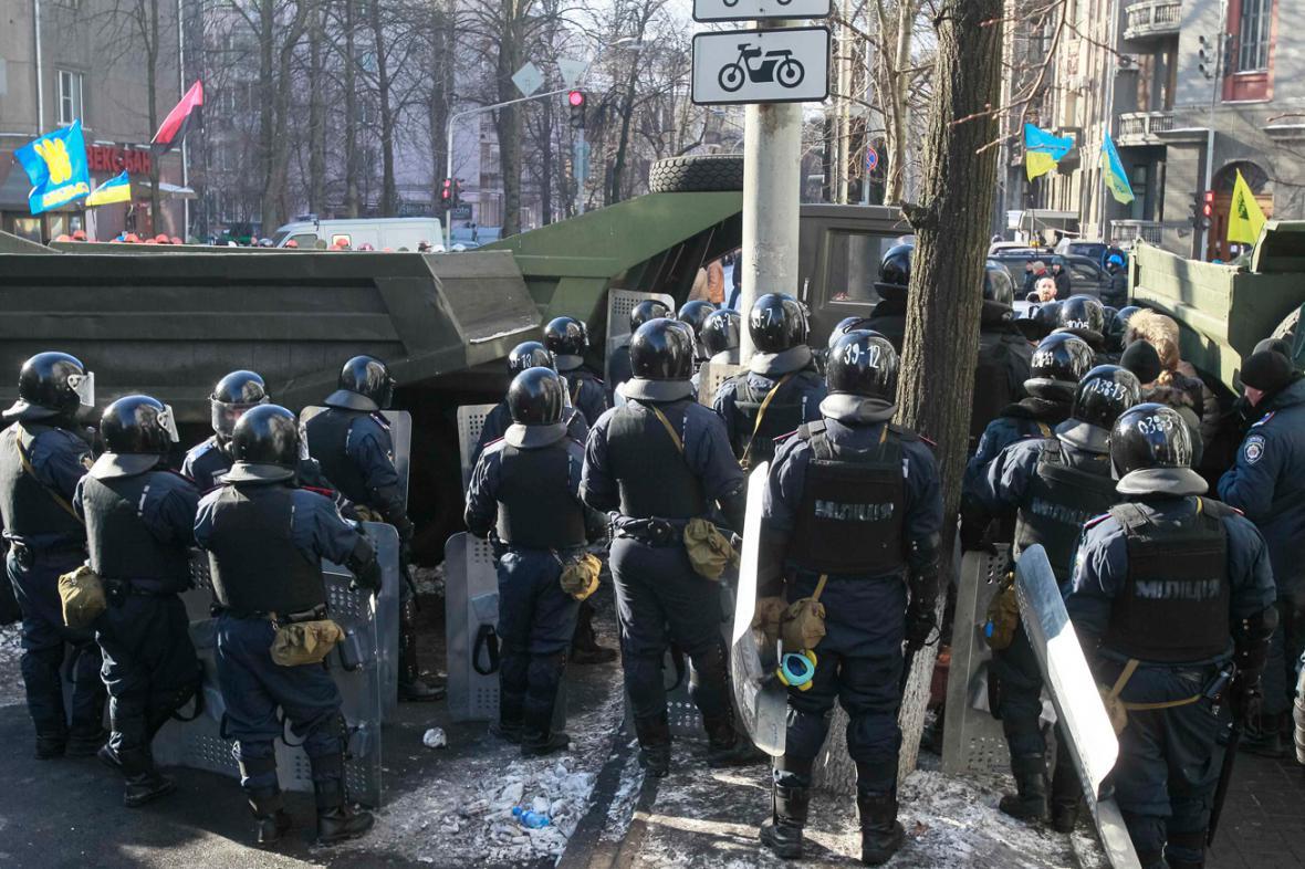 Ukrajinská policie u budovy parlamentu v Kyjevě