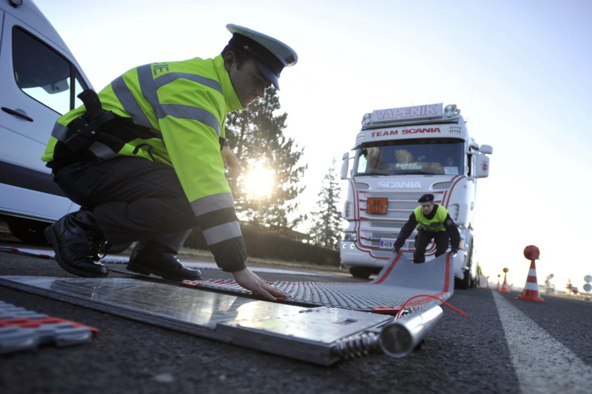 Mobilní váha pro vážení nákladních aut