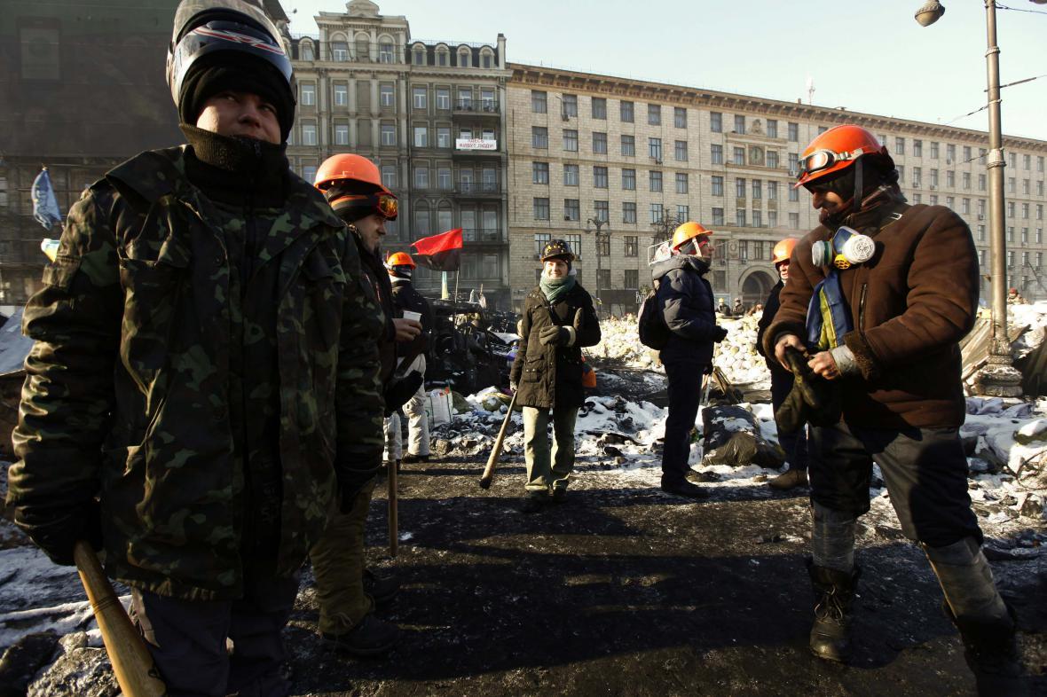 Demonstranti zůstávají na barikádách