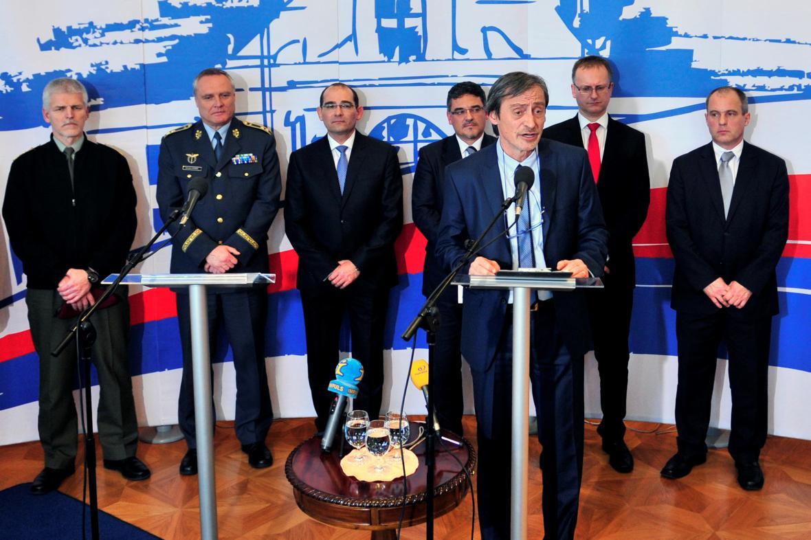 Martin Stropnický představuje své priority pro ministerstvo obrany