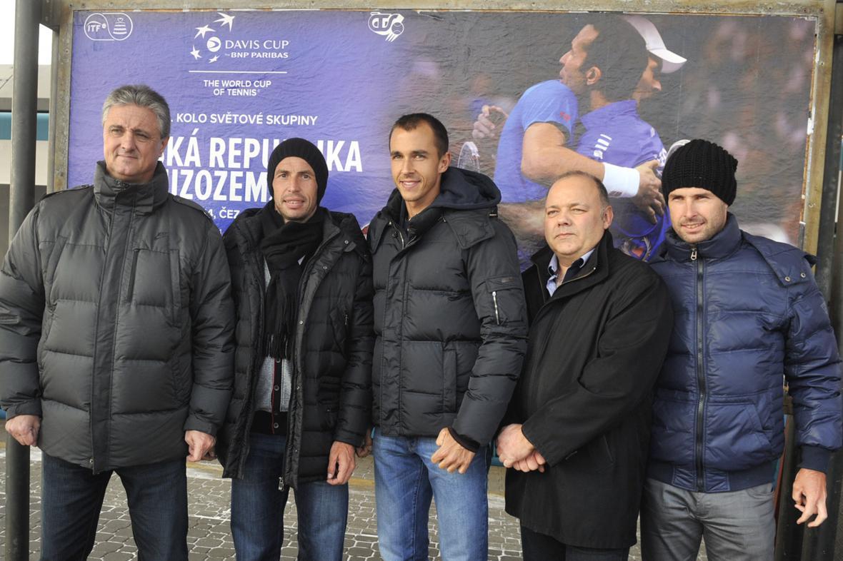 Tenisté a realizační tým v Ostravě na nádraží