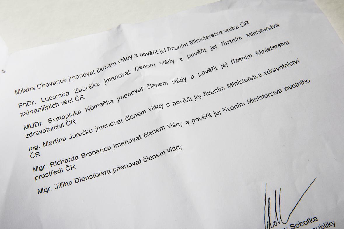 Návrh na jmenování vlády obsahoval několik chyb