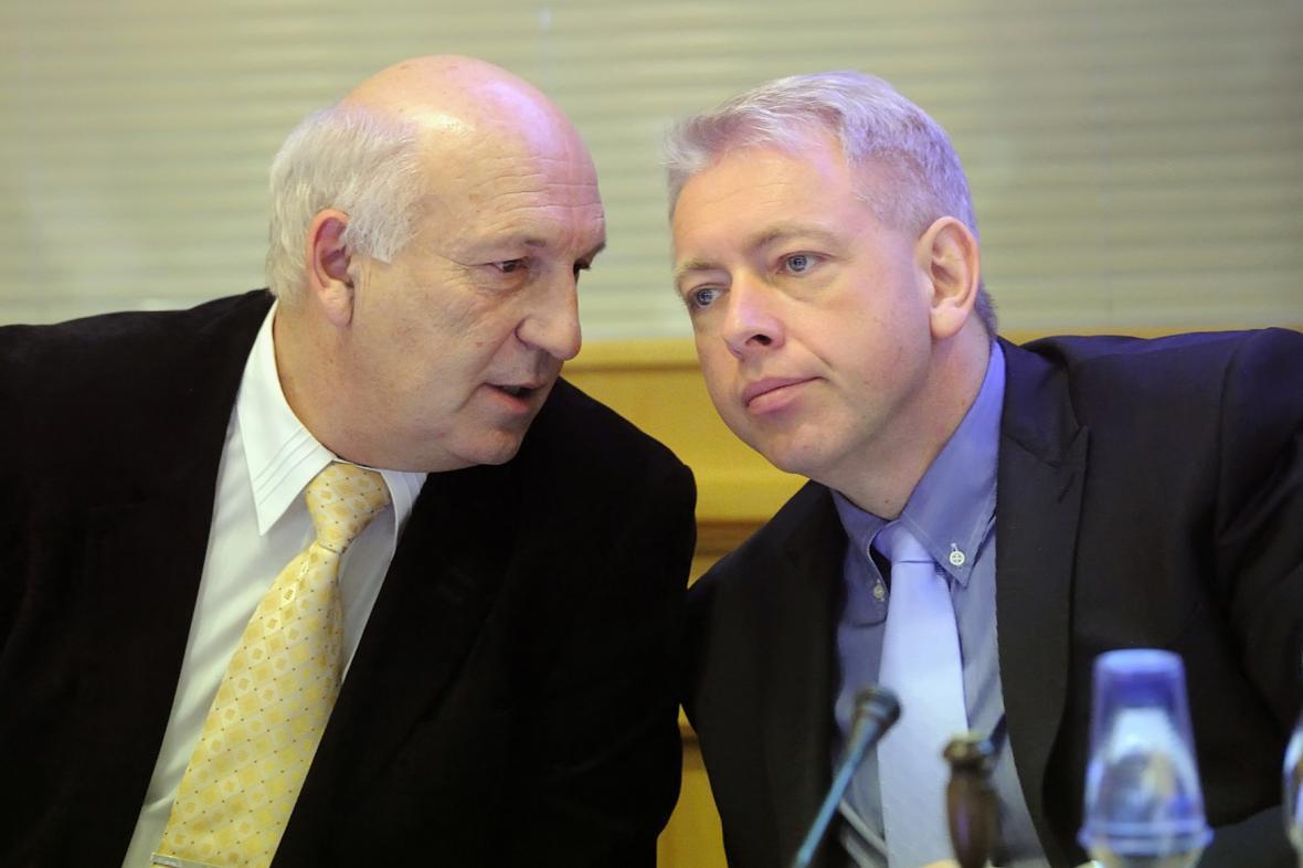 Václav Šlajs (velvo) a Milan Chovanec (ČSSD)