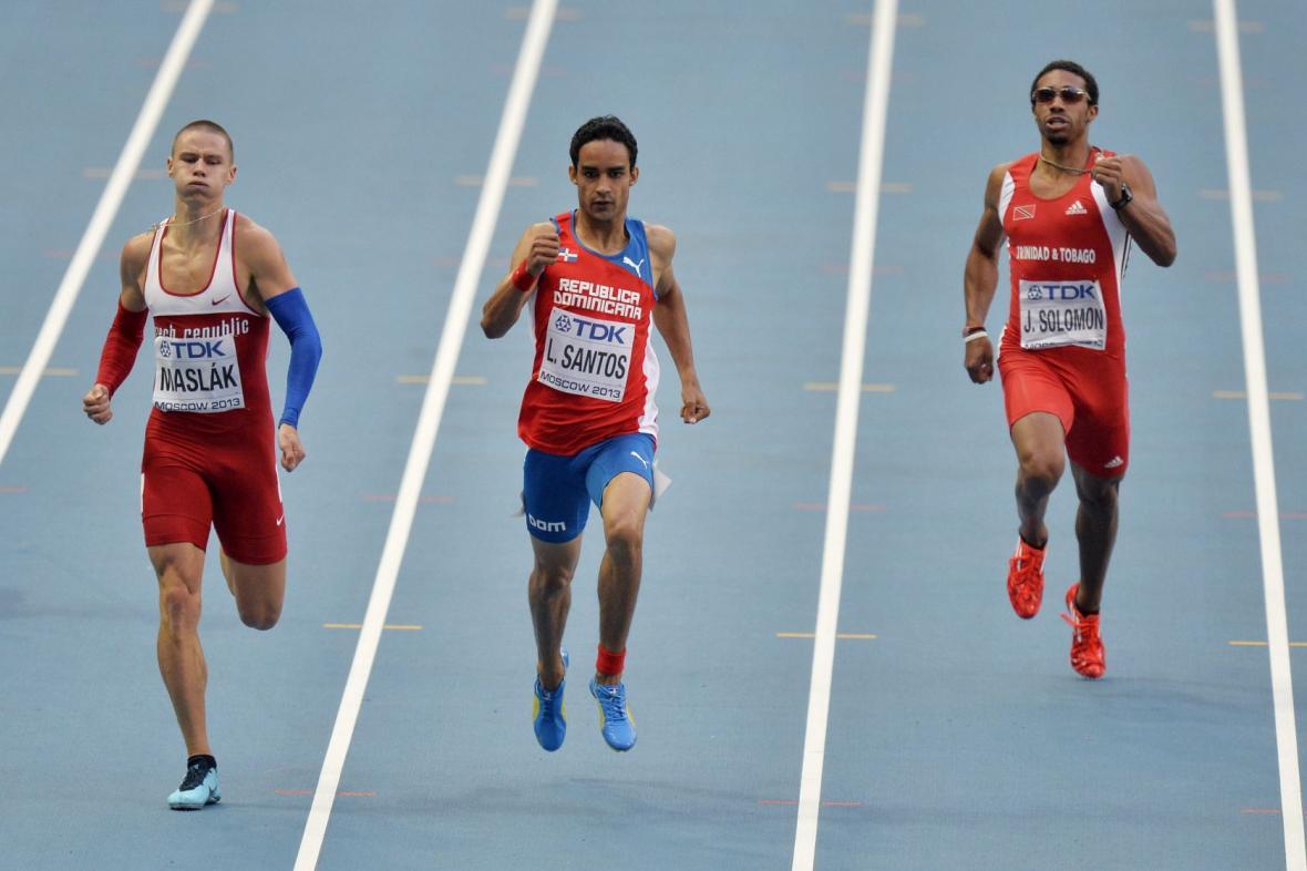 Pavel Maslák (vlevo) finišuje na trati 400 metrů