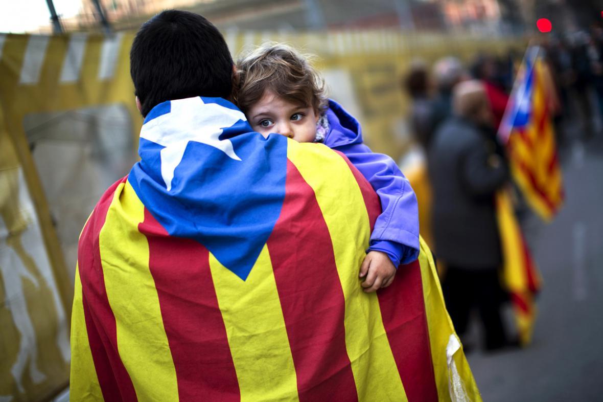 Pro samostatný stát je asi polovina Katalánců