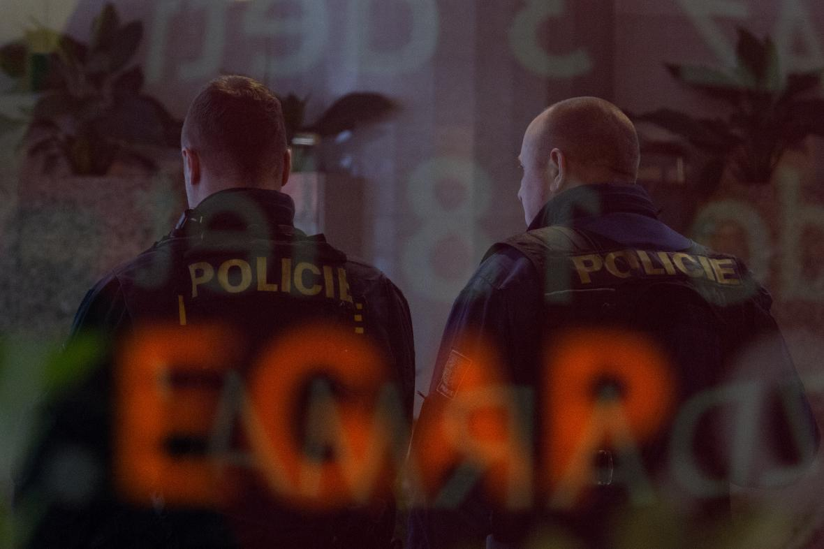 Zásah policie v EGAP a ČEB