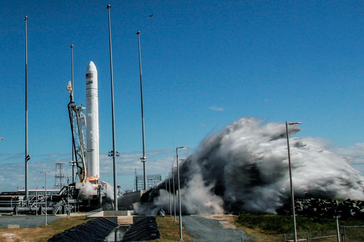 Start rakety Antares s lodí Cygnus