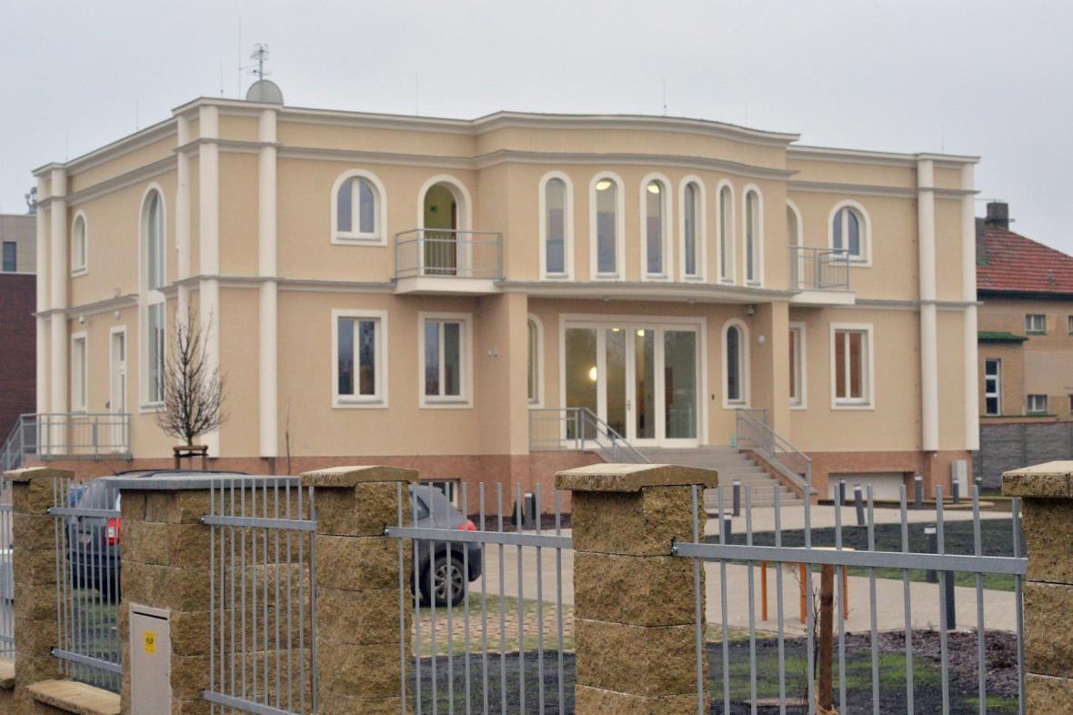 Budova budoucího velvyslanectví Palestiny v Praze-Suchdole