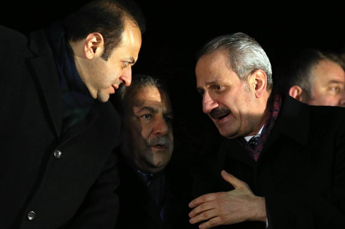 Zafer Çaglayan (vpravo) a Muammer Güler (uprostřed)