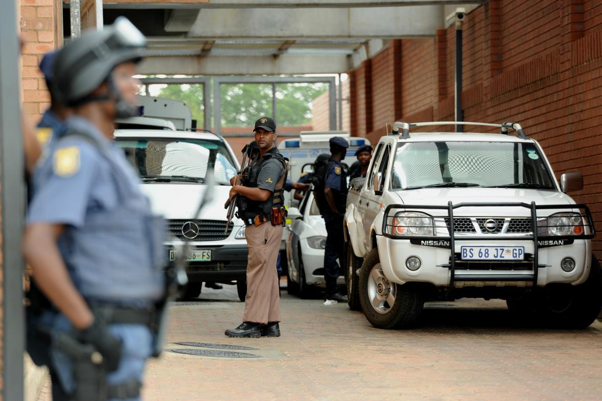 Přísná bezpečnostní opatření v soudní budově v Johannesburgu