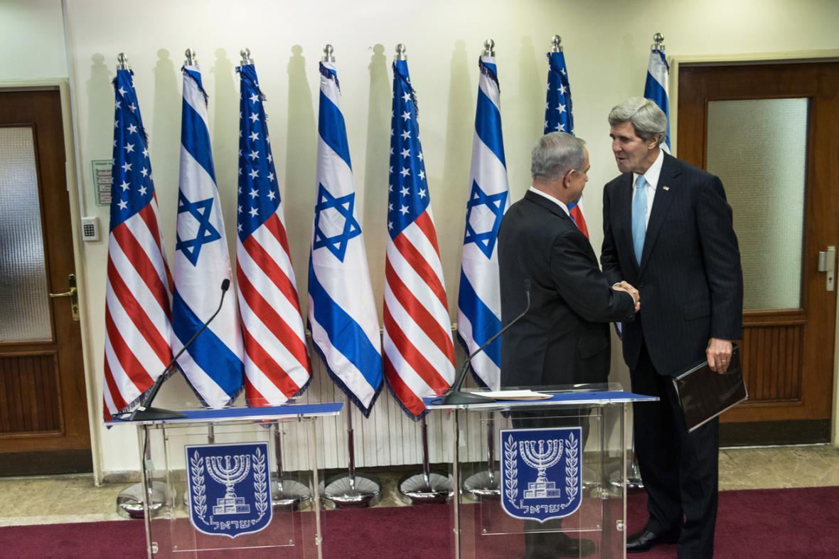Benjamin Netanjahu a John Kerry